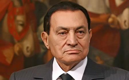 حسني مبارك زار مصابي قطار البدرشين على كرسي متحرك