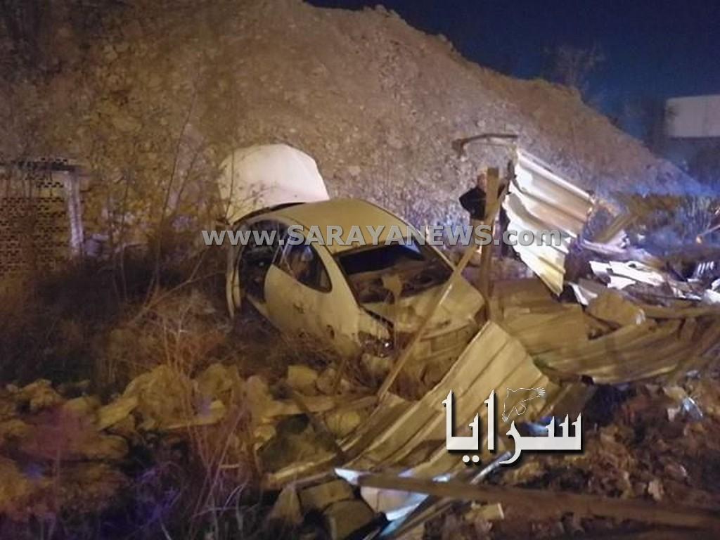 بالصور.. اصابة 4 اشخاص بحادث تصادم و استقرار المركبات في حفرية عميقة