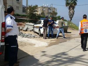 بالفيديو .. إسرائيلي يقطع رأس زوجته ويتجول به