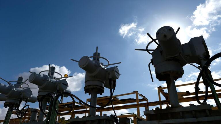 ارتفاع أسعار النفط بعد بيانات غير متوقعة من أميركا