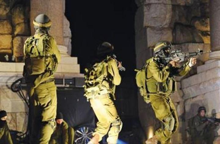اعتقالات ومداهمات في الضفة والقدس