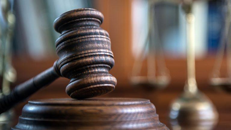 """إحالة 22 موظفًا حكوميًا للمحاكمة العاجلة بتهمة """"إهدار"""" 76 مليون دولار في مصر"""