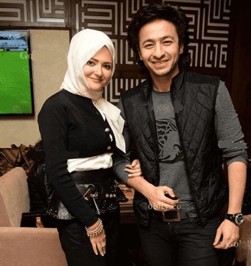 اول ظهور لزوجة حمادة هلال بعد خلعها الحجاب - صور