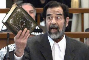 المشرف على اعدام صدام يخرج عن صمته ويكشف الاسرار..'لقد كانوا يرتجفون'!