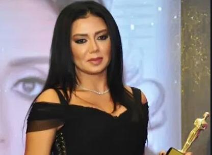 بالصور  ..  رانيا يوسف تتغزّل بجمال هنا الزاهد الطبيعي وتخاف عليها من الحسد