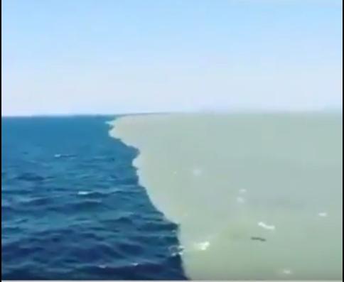 """بالفيديو ..  شاهد كيف تكون آية الله """"مرج البحر يلتقيان ، بينهما برزخ لا يبغيان"""""""