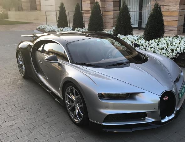 """بالفيديو ..  سعرها 2.9 مليون دولار  ..  """"رونالدو"""" يستعرض سيارته الجديدة من طراز """"بوجات تشيرون"""""""