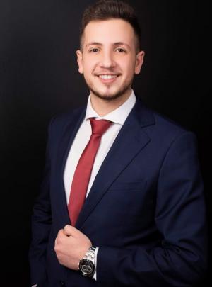 الدكتور أحمد محمود حزيّن  ..  مبارك التخرج