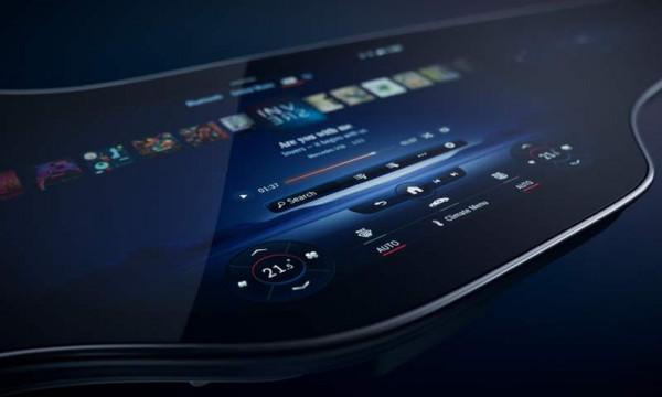 بالصور  ..  مرسيدس تقدم شاشة MBUX هايبر سكرين تعمل بالذكاء الاصطناعي