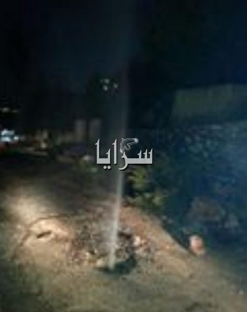 """السلط : انفجار ماسورة مياه وسط استياء الأهالي و غياب وزارة  المياه """" صورة """""""