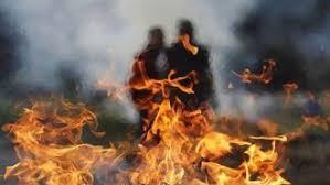 تجردوا من الضمير و الأخلاق  ..  عمال يحرقون طفلاً رغم معروفه معهم  ..  تفاصيل بشعة