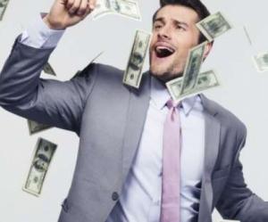 """ترك العمل في """"القطاع الخاص"""" فأصبح مليونيرا ..  سر الموظف المحظوظ"""