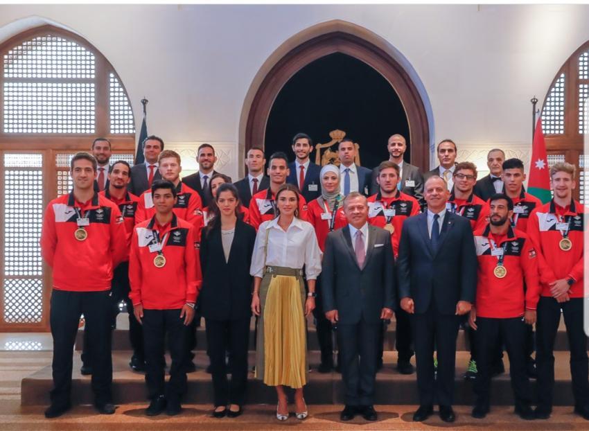 """بالصور  ..  الملك يستقبل لاعبي المنتخب الأردني المشاركين في """"آسياد ٢٠١٨"""""""