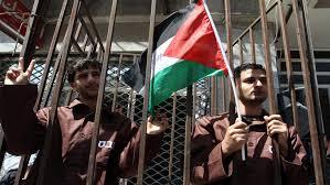 أسير فلسطيني يتنسم الحرية بعد 19 عاما في السجون الاحتلال