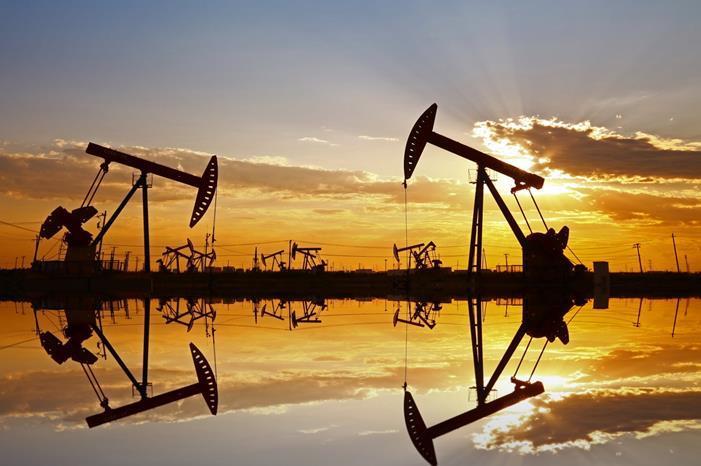 أسعار النفط تهبط بفعل مخاوف من موجة ثانية لكورونا
