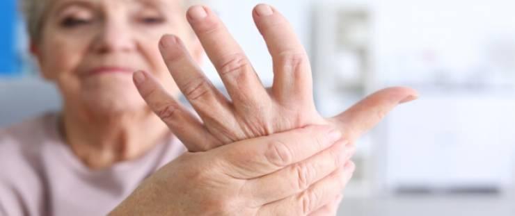 أعراض التهاب المفاصل عند النساء ومضاعفاته