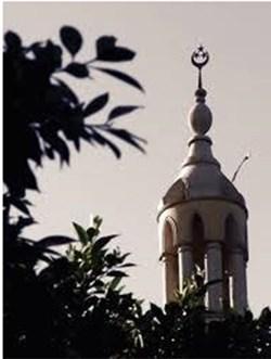 إمام مسجد يفارق الحياة خلال التشهد الأخير