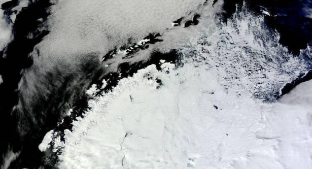 ظهور حفرة في القارة القطبية الجنوبية بحجم دولة الأردن