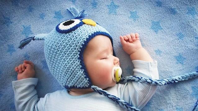 تعرّفي على شخصية طفلك من خلال وضعية نومه