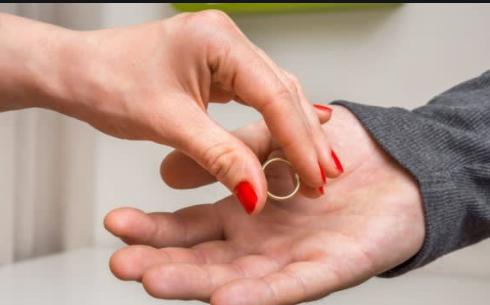 """عمان : أردنية تخلع زوجها بعد إصابته بـ """"مرض الايدز"""" ..  تفاصيل صادمة"""