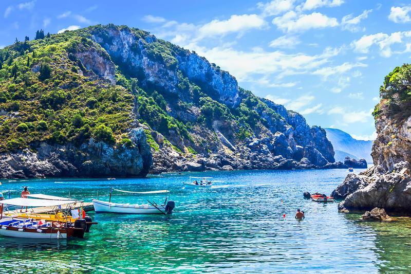 قبرص تغري السائحين: زورونا ونتحمل تكاليف علاجكم إذا أصابكم كورونا