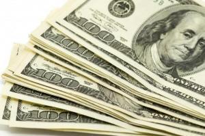 الدولار الأمريكي يواصل خسائره أمام العملات الرئيسة