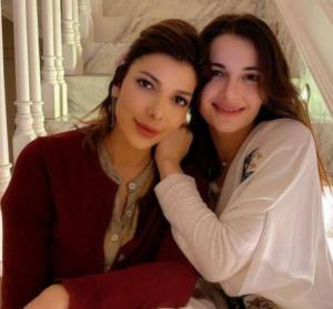 بالفيديو  ..  شام الذهبي تكشف تفاصيل خطوبتها الجديدة وقصة زواج والدتها للمرة الثالثة