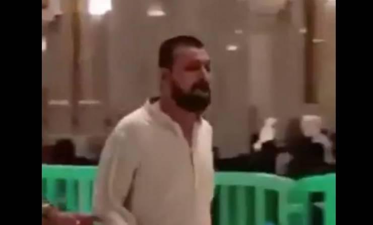 بالفيديو..شاهد ردة فعل أب لحظة عثوره على طفله المفقود بالحرم المكي