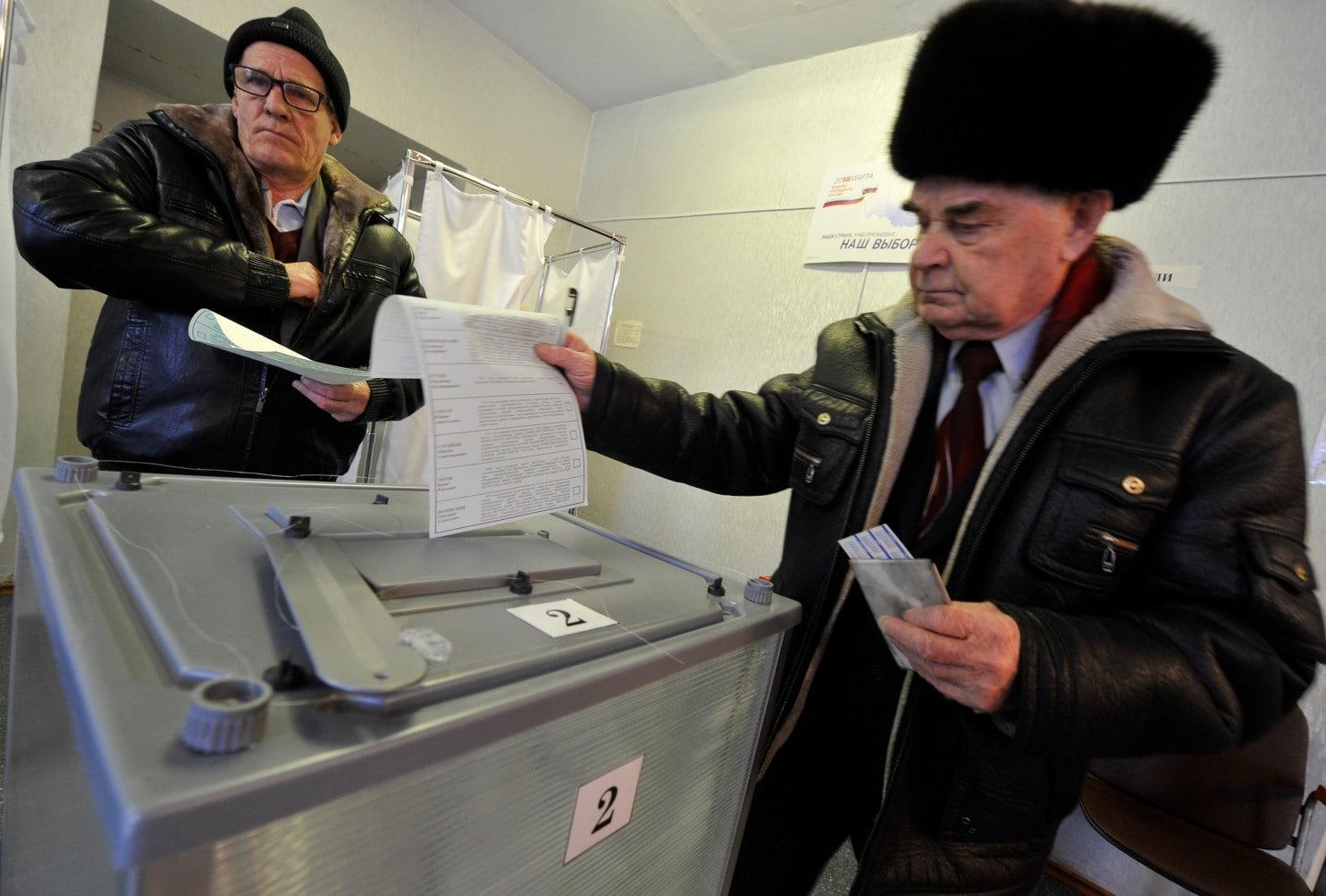 الروس يتوجهون إلى مراكز الاقتراع في موسكو وسط توقعات بفوز بوتين