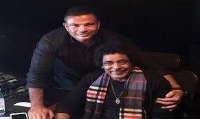 صور عمرو دياب ومحمد منير في الكواليس فيديو كليب القاهرة 2017