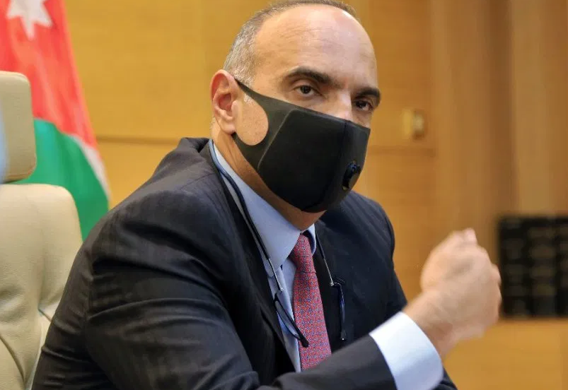الخصاونة يطلب من وزيري الداخلية و العدل تقديم استقالتيهما لمخالفتهما أوامر الدفاع