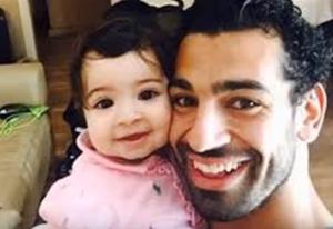 بالفيديو .. منزل محمد صلاح و سياراته وابنتة