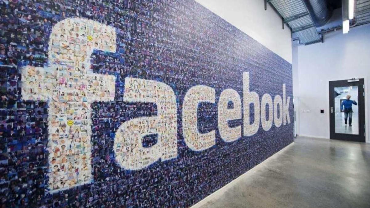 """مفاجأة ..  فيسبوك """"عربي"""" لهواتف آيفون"""