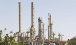 النفط يرتفع 2% قبل اجتماع بشأن التزام المنتجين بخفض الإنتاج