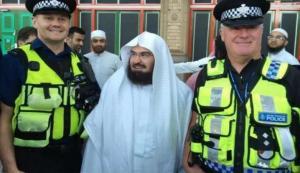 """إشهار عدد من الأشخاص إسلامهم في بريطانيا على يد """"السديس"""""""
