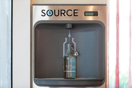 أول زجاجة مياه من الهواء بدبي