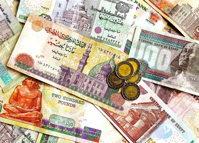 الجنيه يتراجع أمام الدولار ..  ويتحسن مقابل الريال