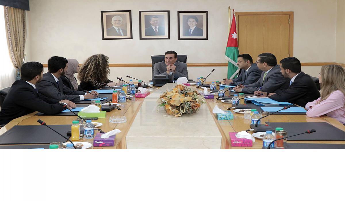 """الطراونة يلتقي طلبة العلوم السياسية بـ""""الأردنية"""""""