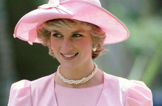 لماذا تُعتبر الأميرة ديانا أيقونة الموضة؟