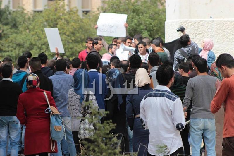 """بالصور.. طلبة """"اليرموك"""" يعتصمون نصرة للدقامسة و زعيتر"""