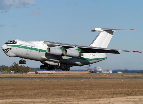 9 طائرات عسكرية لنقل مشجعي الجزائرالى مصر