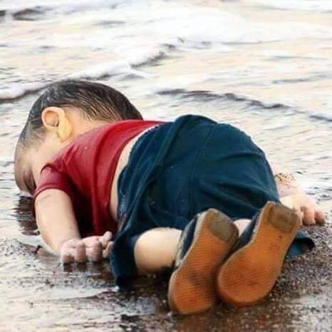 توقيف 4 سوريين يشتبه بتورطهم في غرق الطفل السوري