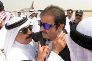 """بالفيديو.. جنازة """"مهيبة"""" للفنان الراحل عبدالحسين عبدالرضا بعد وصول جثمانه الى الكويت"""