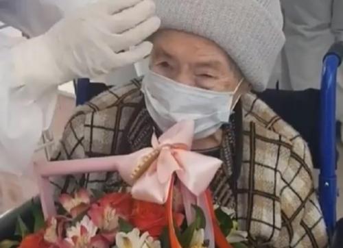 شفاء معمرة عمرها 99 سنة من كورونا في شمال القوقاز الروسي