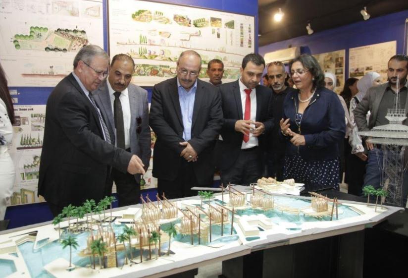 المولا يفتتح معرض كلية العمارة في جامعة البترا وطلبة الكلية يخصصون ريع أعمالهم لدعم مشاريع مخيم الزعتري