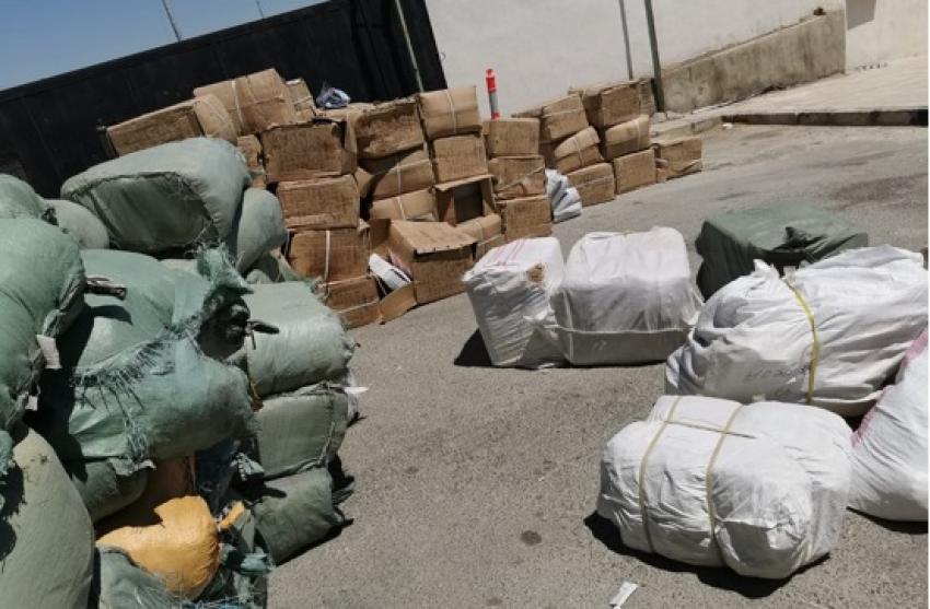 بالصور ..  ضبط 50 ألف قطعة ملابس مهربة في عمان