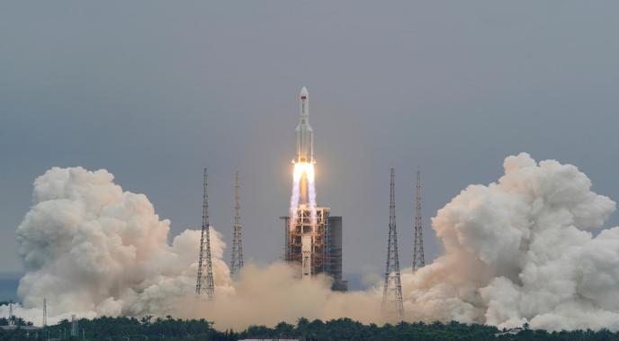 جزء كبير من الصاروخ الصيني تفكك وسقط في المحيط الهندي
