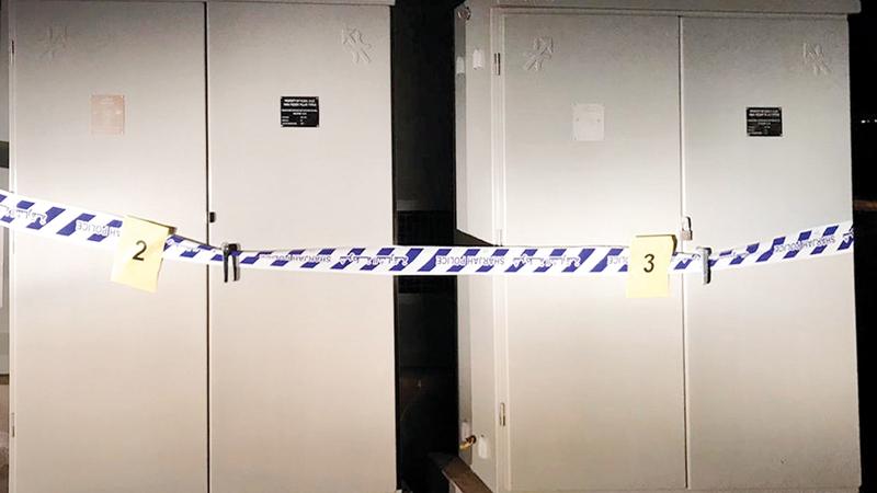 الشارقة: ضبط عصابة توصل التمديدات الكهربائية صباحاً وتسرقها ليلاً