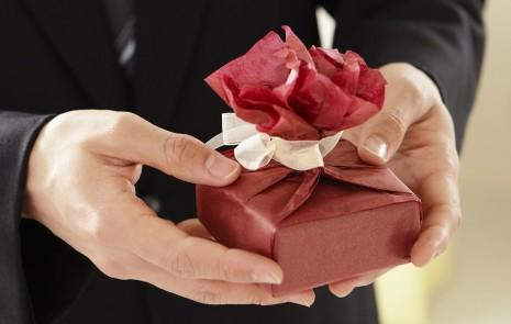 تفسير رؤية الهدية في المنام