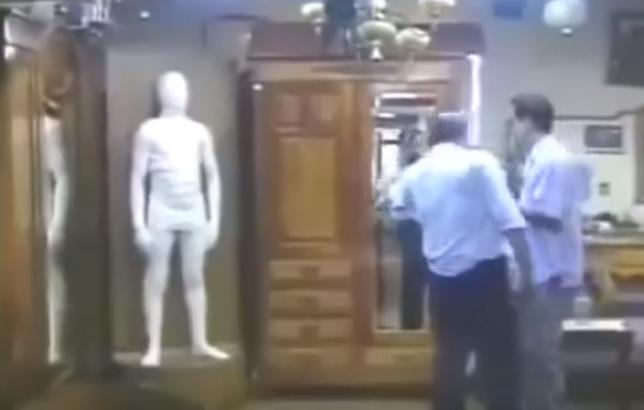 الكاميرا الخفيه المرعبه التمثال المرعب